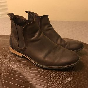 Chelsea Boots by J75